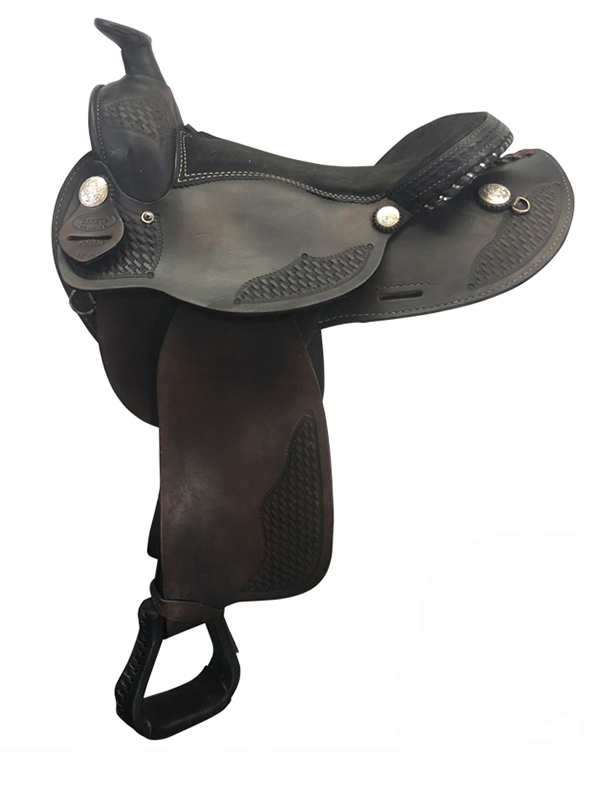 15.5inch Used Dakota Arabian Trail Saddle 5319