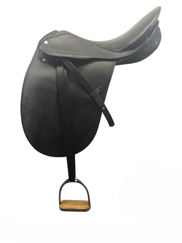 18inch Used Courbette Extra Wide English Dressage Saddle Charles de Kunffy Grand Prix